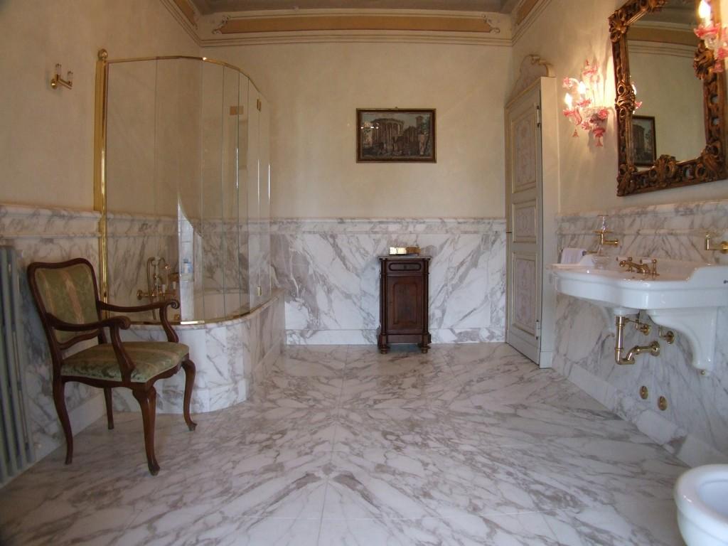 Bagni classici vallmar for Rivestimenti bagno classici